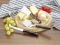 4-tlg. Käse-Zubereitungs-/Servier-Set GOURMET, inkl. rundem Schneidbrett aus Holz, verpackt im Geschenkkarton mit Fenster.