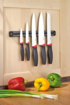 5-tlg. Messerset AUREA  Klingen aus Spezialstahl, mit Kunststoff Griffen  an magnetischer Hängeleiste.
