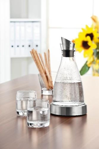 Emsa Kühlkaraffe FLOW,  Inhalt: 1,0 Liter, Höhe: 250 mm, aus Glas, spülmaschinengeeignet.